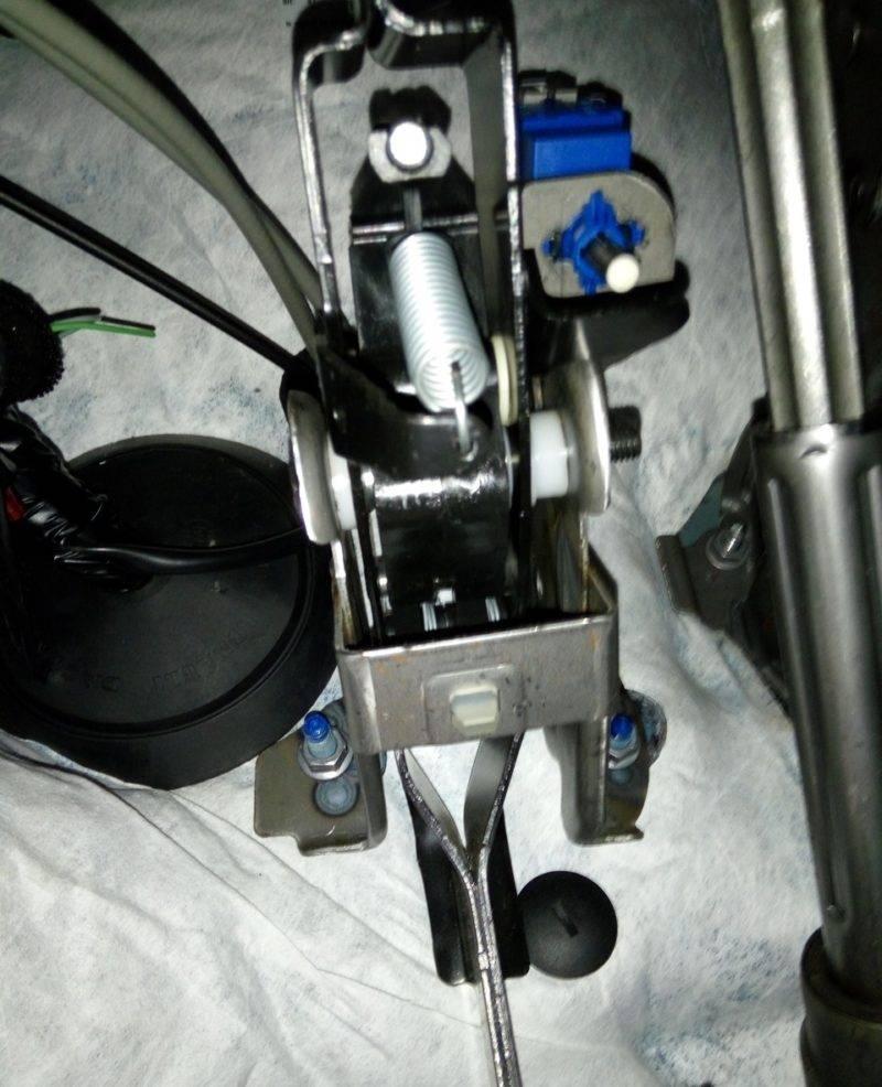 Прокачка – обязательная процедура после любых ремонтных работ автомобиля и других действий, когда затрагиваются компоненты в гидропроводе.
