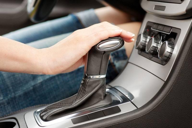 Процесс буксировки автомобиля с автоматической трансмиссией более сложный, чем тяга машины на «механике».