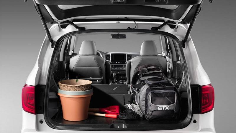 Большинство отдает предпочтение просторному, просто огромному, багажнику, который получается при полном удалении третьего ряда, а дополнительные сидения ставятся только при необходимости.