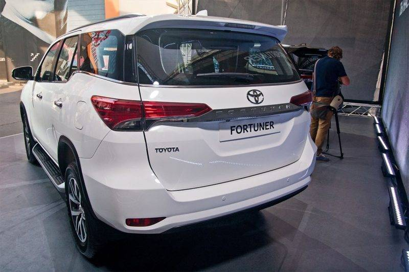 Прежде всего, Фортунер получил систему Эра-Глонасс, которая обязательна для всех автомобилей, продающихся в России.