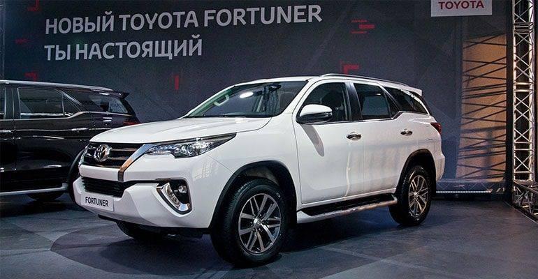 В отсутствии официальных продаж Toyota Fortuner очень активно ввозились серыми дилерами и имели высокий спрос.