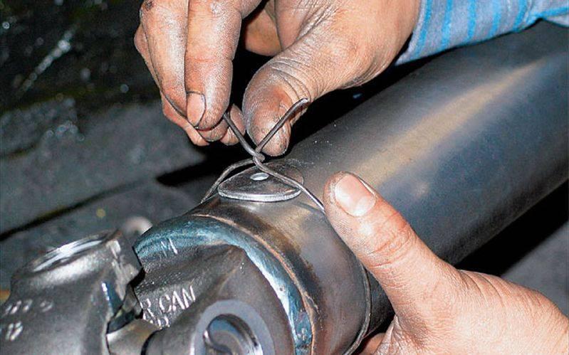 Если наблюдается вибрация карданного вала, рекомендуется незамедлительно выполнить его балансировку.