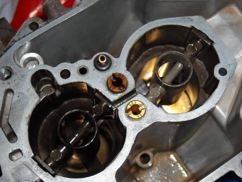 Чистка данного узла не является новой и сложной операцией для владельцев автомобилей, оснащенных карбюратором, так как конструкция этих устройств не сложна.