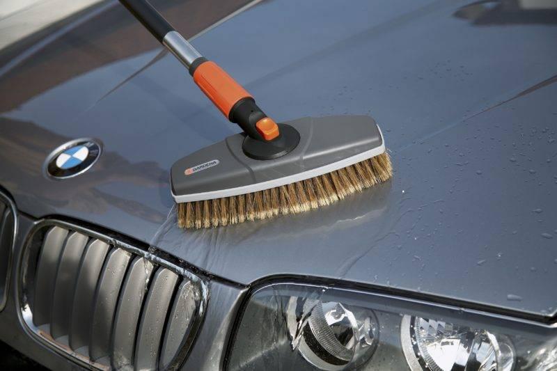 Выбирая щетку, внимательно следите за тем, чтобы она не нанесла вреда автомобилю.
