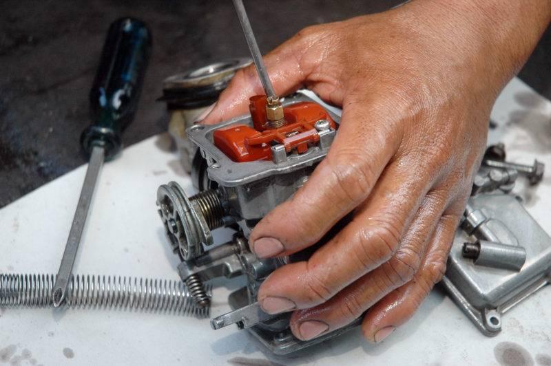 В большинстве случаев машины с таким типом двигателя дергаются именно из-за его засорения.