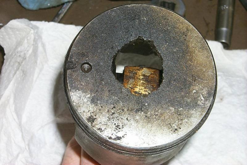Детонация - очень опасное явление, потому что вызывает многократные перегрузки на узлы двигателя, особенно поршни, клапана, коленвал, распредвал, ремень ГРМ.