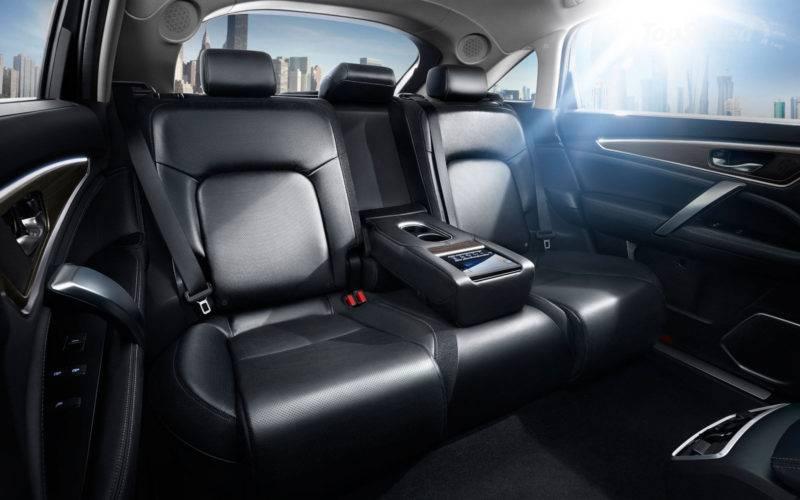 Багажник вырос практически на 35% объема, трансформация сидений в заднем ряду позволяет вырасти практически в два раза.