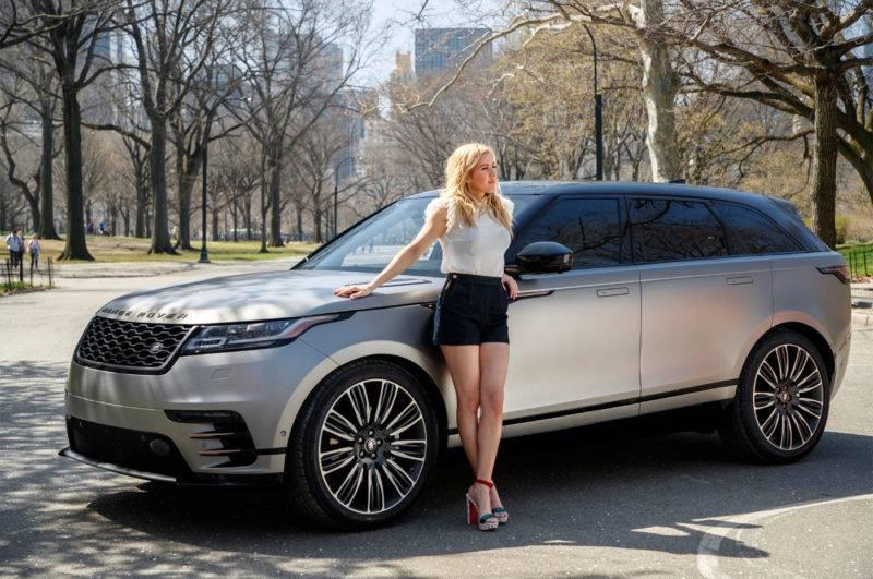 Автомобиль будет доступен в 11 комплектациях, не считая того, что дилер Land Rover дает возможность собрать свою индивидуальную.
