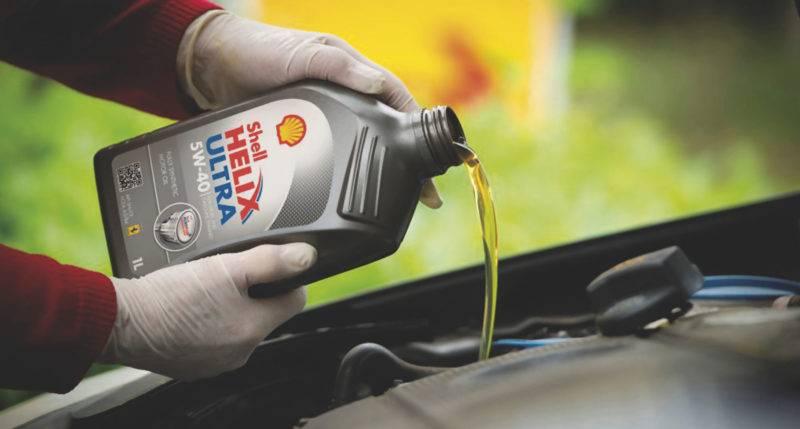 Правильное качественное масло должно быть универсальным, которое в холода не будет становиться слишком густым, а в жару - жидким.