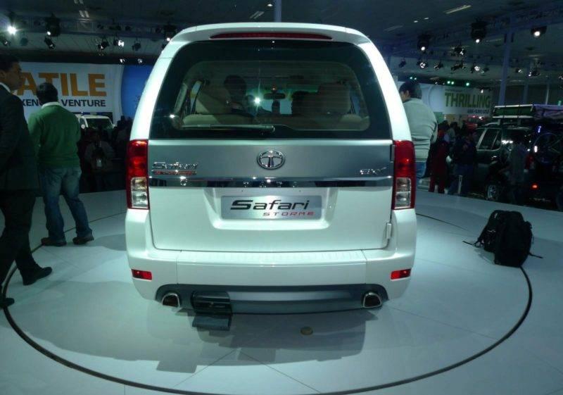 Задняя часть авто напоминает уже другой известный внедорожник - Mitsubishi Pajero.