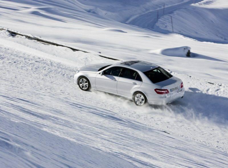 Если не подготовить должным образом кузов к зимней эксплуатации, уже весной вы можете обнаружить на своем автомобиле следы ржавчины. Фото: carwallpapers.ru