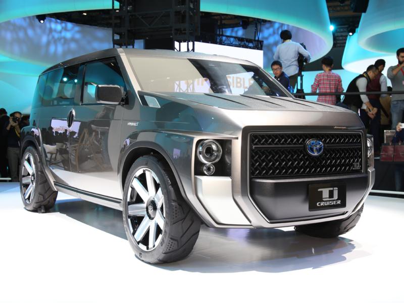 Разработчики позиционируют его как что-то среднее между минивеном и легким грузовиком спортивного типа, который может использоваться в качестве пассажирского транспорта.