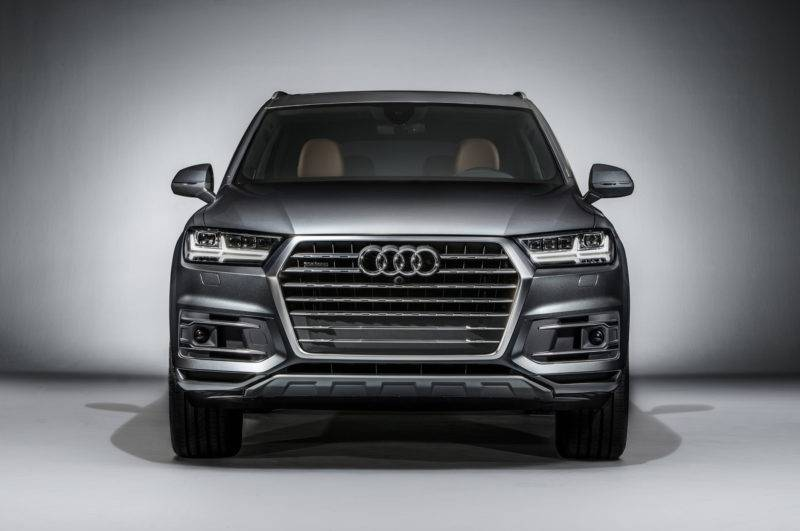 Вянваре 2015 года на международном автосалоне в Детройте был представлен уже совершенно новый Q7.
