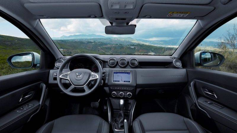 Интерьер второго поколения автомобиля значительно переработан, что привлекло повышенное внимание к автомобилю.