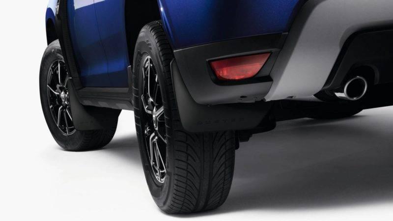 Передние колеса обладают дисковыми тормозными механизмами, а задние колеса – барабанными.