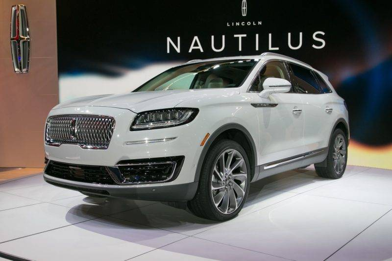 Сенсации не произошло, так как перед ними предстала преобразованная версия автомобиля Lincoln MKX, которая вышла на авторынок ещё в 2015 году. Фото: caranddriver.com