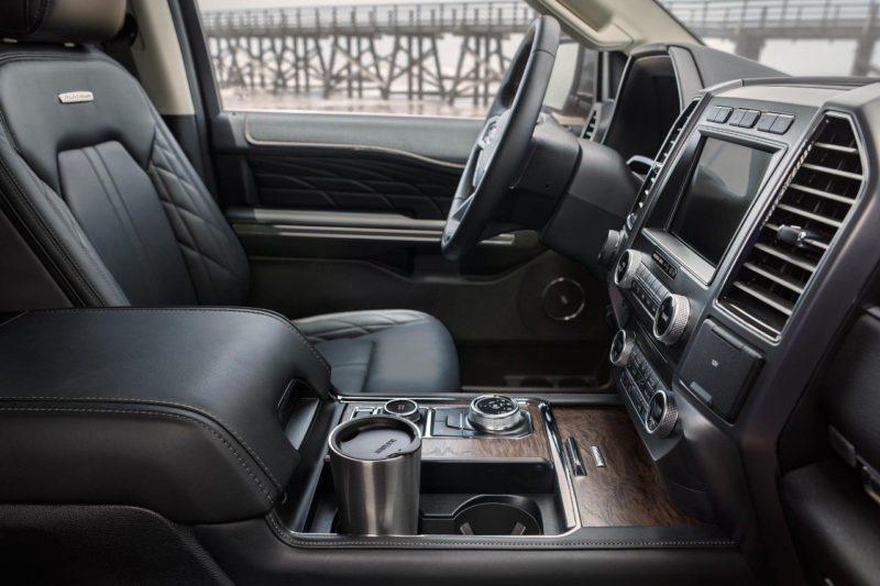 Все пассажиры обладают очень комфортабельными местами, благодаря которым путешествия на данном автомобиле принесут только положительные эмоции.