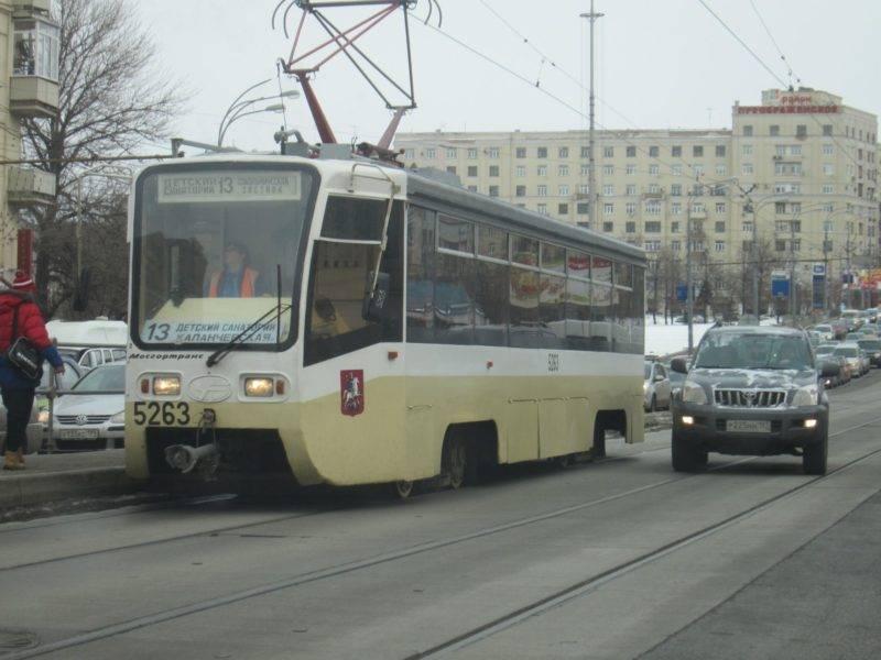 Аналогичное наказание предусмотрено для тех, кто выезжает на встречные трамвайные пути, при необходимости объехать существующее препятствие.