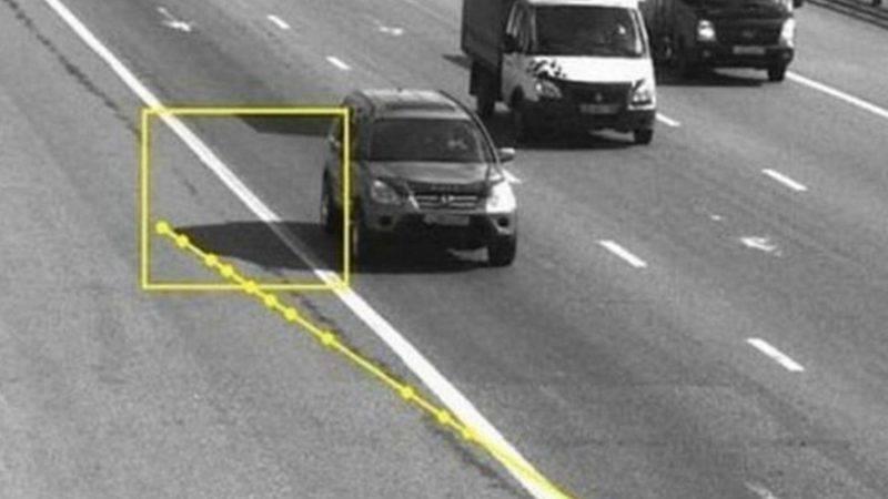 Дорожная полиция сегодня использует еще один способ фиксации правонарушений- фото и видео фиксацию посредством камер на дороге, которые установлены по всей Российской Федерации.