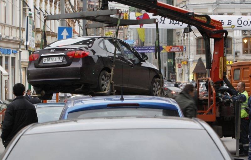 Размер штрафа за парковку на тротуаре может быть и больше, если правонарушение зафиксировано сотрудником ДПС.