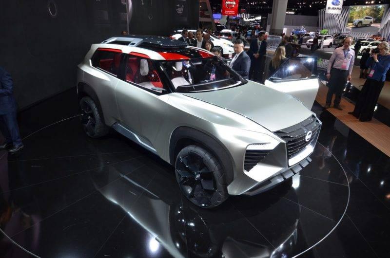 Результатом стал Nissan Xmotion: сдержанный внешне, но динамичный, спокойный, но в то же время по-своему эмоциональный, передовой, но надежный.