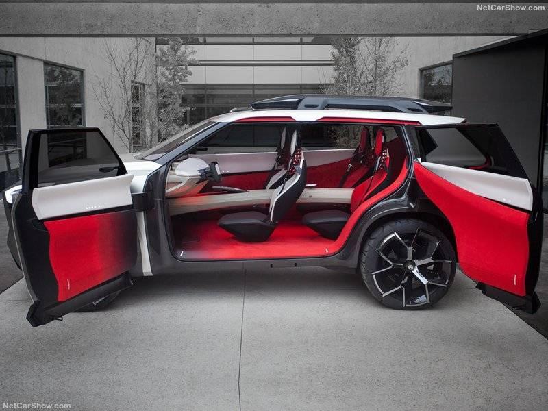 Как и внешний вид, внутреннее убранство Nissan Xmotion основано на совмещении традиционных восточных черт с футуристичными технологиями.