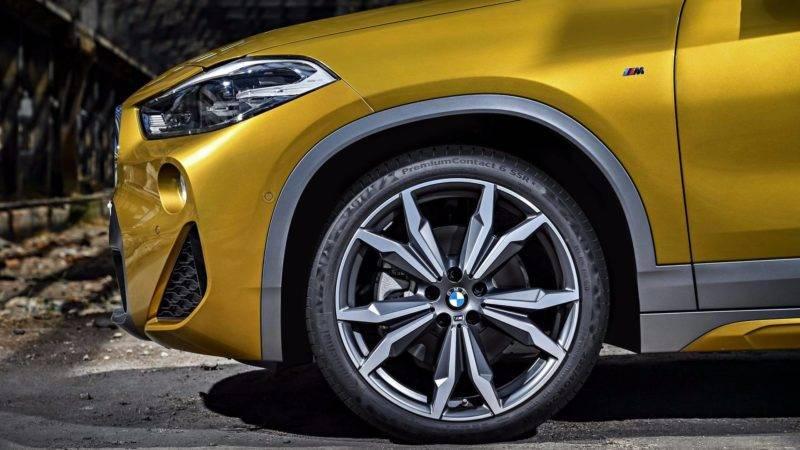 К месту отметим, что есть у новинки выбор и по колесным дискам. Арки колес новичка позволяют устанавливать диски трех размеров: 17, 18 и 19 дюймов.