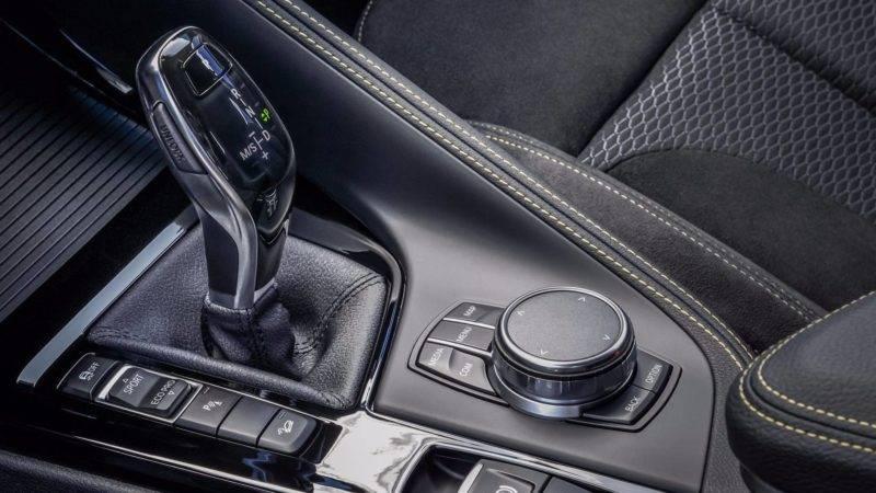 Классическая немецкая эргономика не оставила места для замечаний. Все просчитано до миллиметра — автомобиль создавался для водителя и этим все сказано.