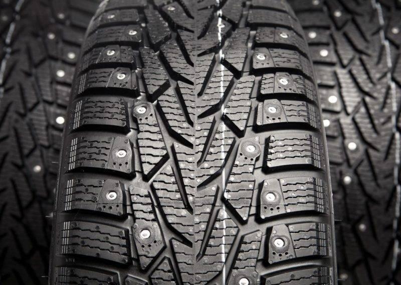 Зимние шипованные шины достаточно шумны, так что эксплуатация их летом приносит дополнительный дискомфорт.