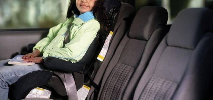 При возникновении аварийной ситуации или резком торможении риск получения травмы существенно снижается, поскольку подвижность ребенка ограничена.