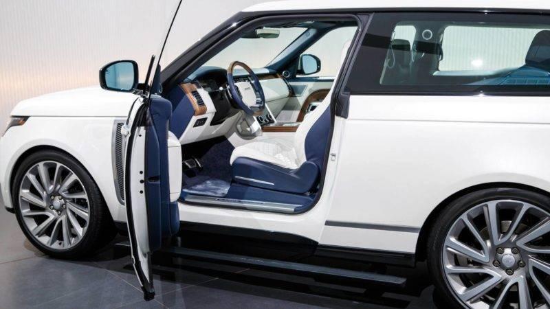 За исключением капота и нижней кромки багажника, все алюминиевые наружные панели SV Coupe с двумя дверями, а также передний и задний бамперы являются новыми.