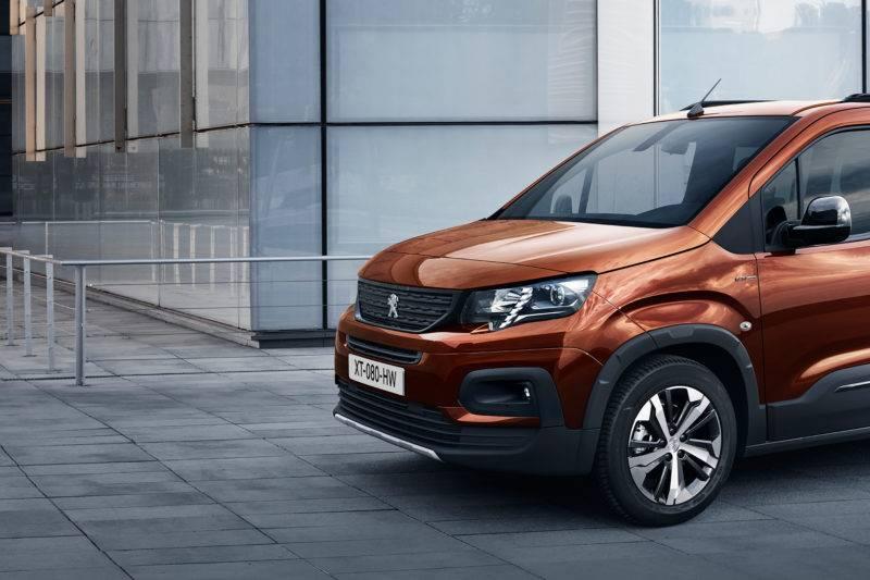 Peugeot Rifter на обновленной платформе соответствует всем требованием нынешнего поколения.