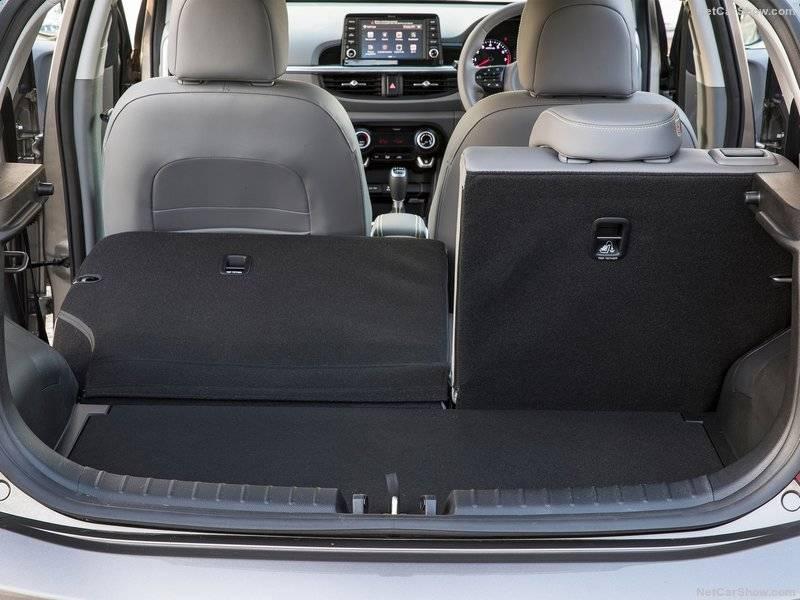 Что касается объёма багажного отделения, то у Kia Picanto X-Line этот показатель равен 255 литров. В случае складывания задних спинок он может увеличиться до 1010 литров.