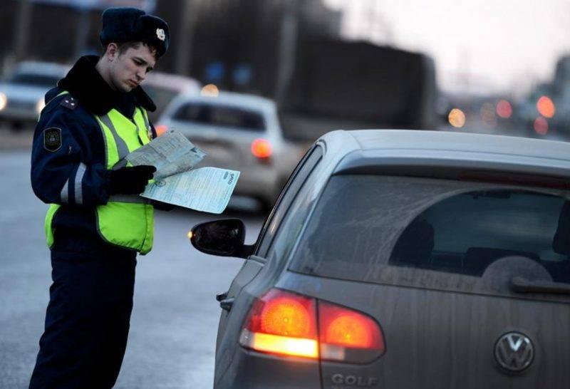 Выплата денежного штрафа - процедура неприятная, однако главная опасность нарушения правил выезда на обочину - это возможность создания аварийной ситуации.