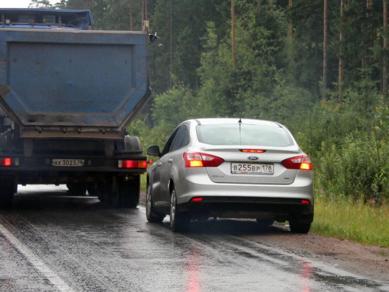 Если автомобиль попал на обочину не с целью остановки, то придётся заплатить штраф.