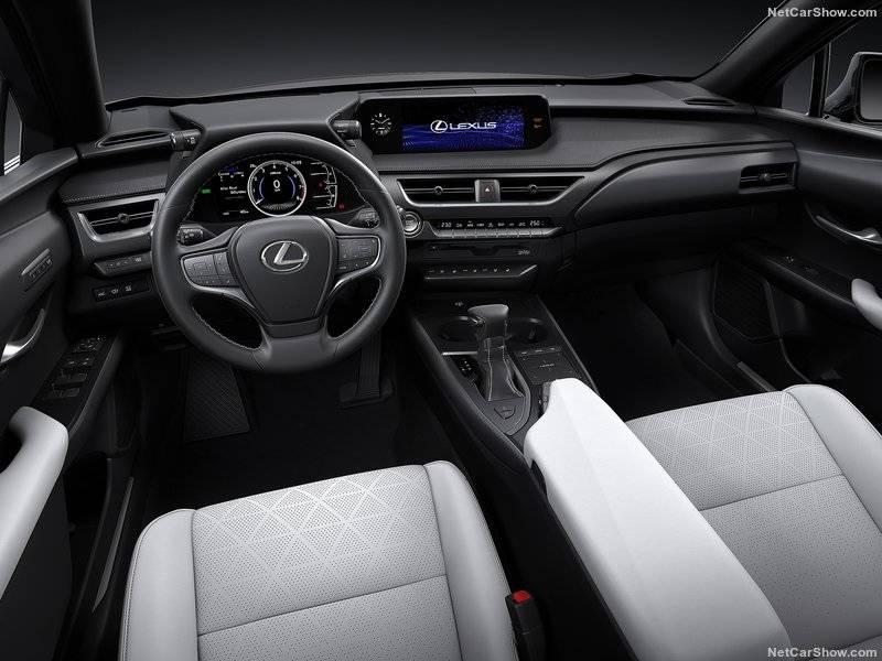 В салоне водитель по-настоящему соединяется со своим автомобилем.