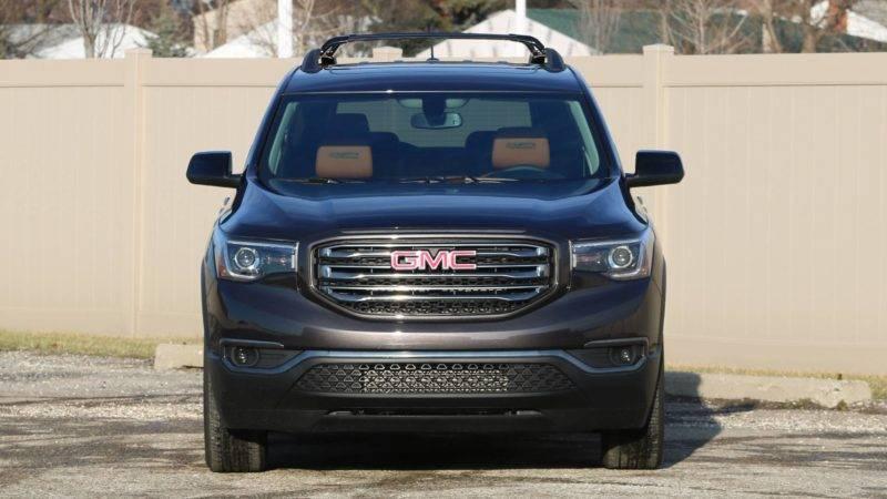 Производитель заявляет, что Acadia будет универсальным автомобилем и придется по вкусу практически любой возрастной категории.