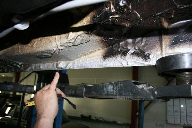 Дренажные отверстия в кузове автомобиля служат для отвода влаги, которая попадает во внутренние полости кузова.