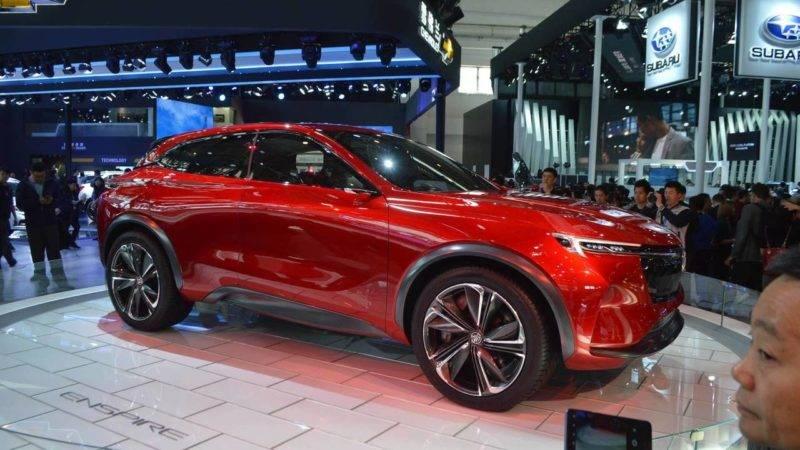 Стенд с новым Buick Enspire Concept собрал вокруг себя много посетителей, а также автомобильных экспертов.