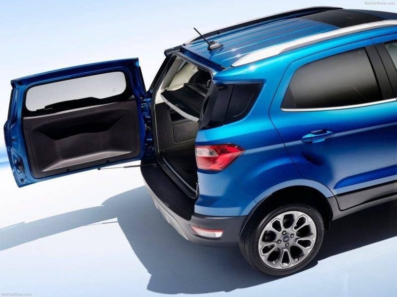 Объем багажного отделения по сравнению с предыдущей модификацией снизился на двадцать один литр и теперь составляет 335 литров.