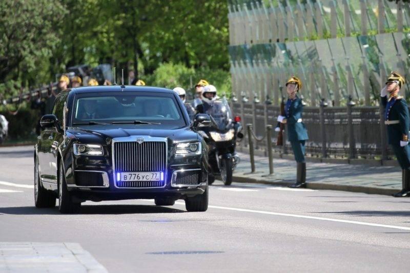 Самым первым пользователем этого автомобиля как раз и стал президент. На своей инаугурации он появился на данном автомобиле.