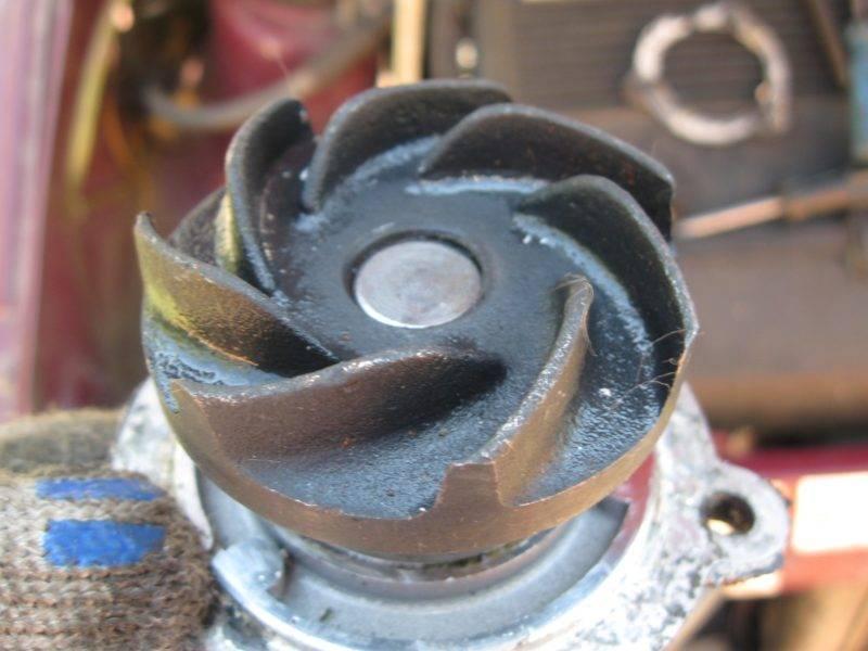 Стоит отметить, что для лучшего результата желательно смазать рабочие поверхности инструментов маслом.