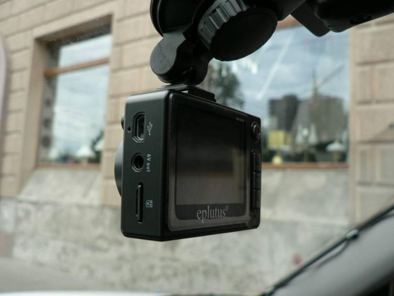 В видеорегистраторе установлен датчик, который включает запись происходящего в поле зрения камеры только тогда, когда в ее поле зрения происходит какое-либо движение.