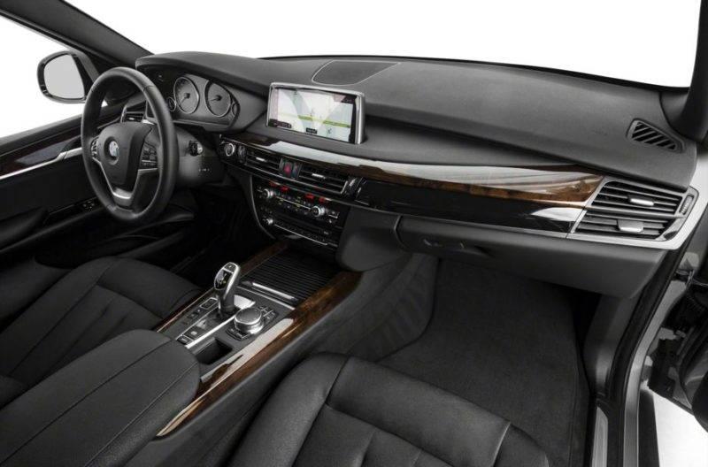 Дисплей изменяется в зависимости от выбранного режима вождения, например Sport или Eco.