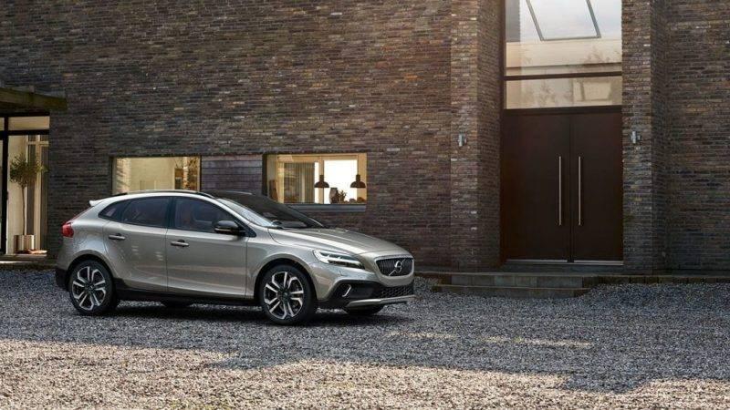 Дизайн автомобиля выполнен в стиле последних моделей данного бренда.