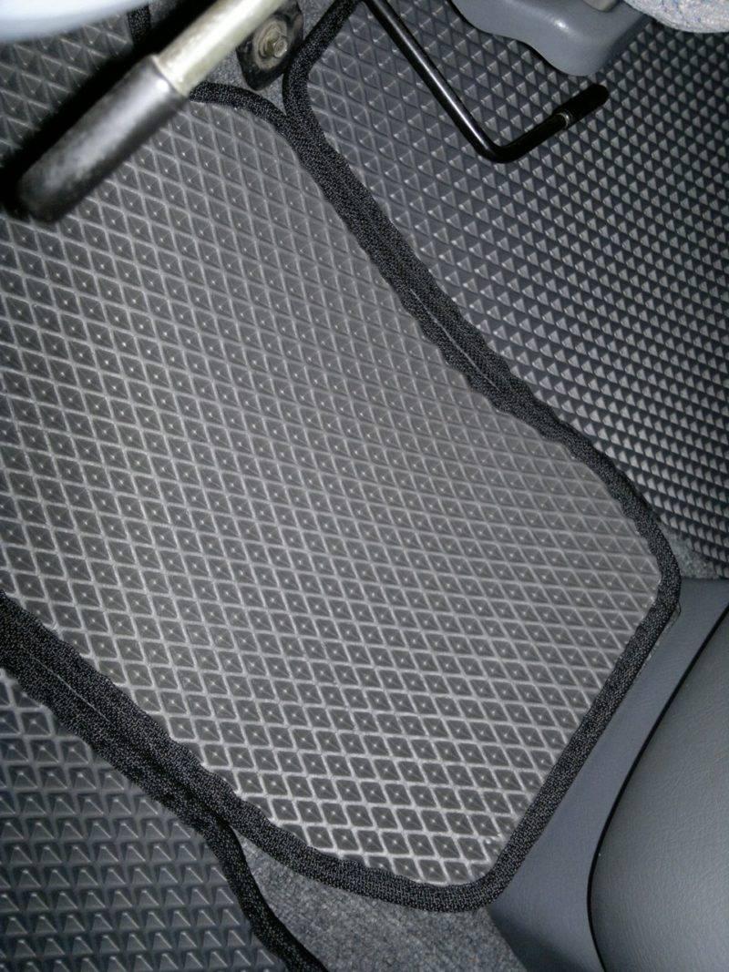 Самыми практичными автомобильными ковриками на рынке России считаются ЭВА.