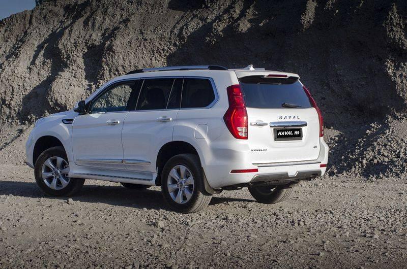 Как у Toyota, дверь багажника открывается вбок. Но передняя часть у них абсолютно разная.