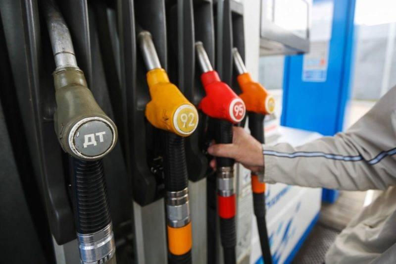 В большой экономике, в масштабах всей страны, рост цен на бензин не приводит сразу и прямо к росту цен на все товары.