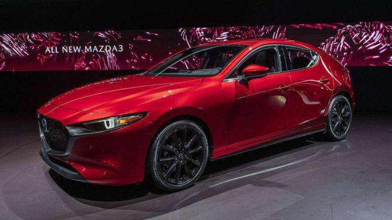Новая Mazda 3 2019 года дерзка и привлекательна.