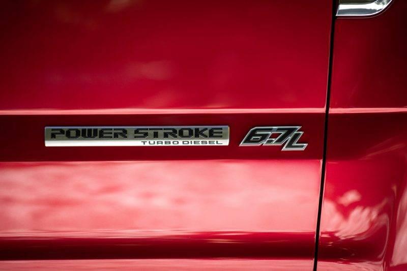 А пока все самые мощные Форды комплектуются мотором на 6.7 литра.